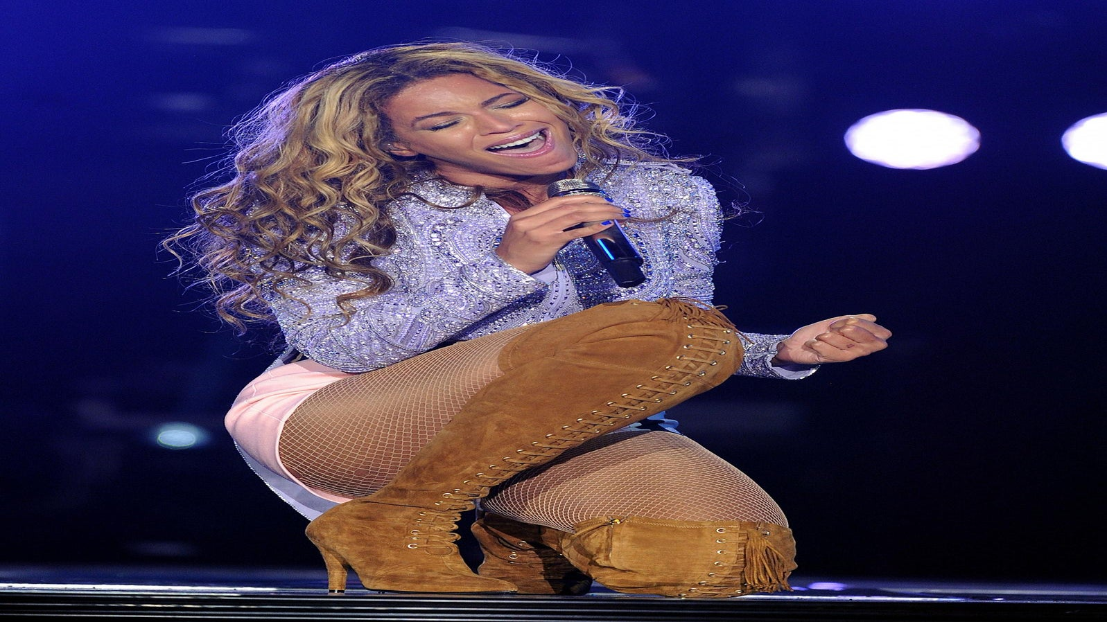 Beyoncé's Hair Gets Caught in Stage Fan