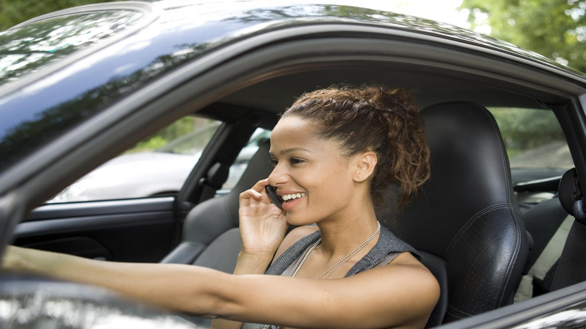 ESSENCE Poll: Be Honest: What Are Your Cellphone Habits While Driving?