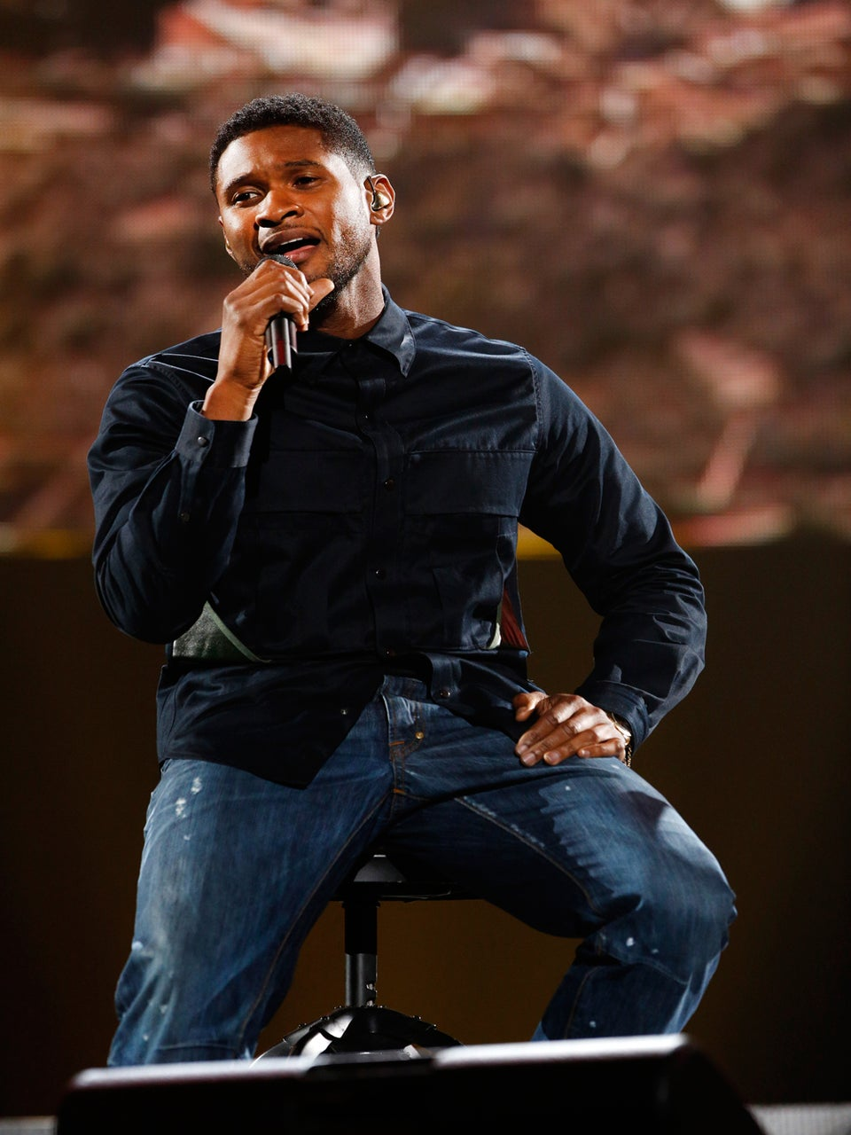 Must-See: Usher Sings with Blake Shelton for Tornado Relief