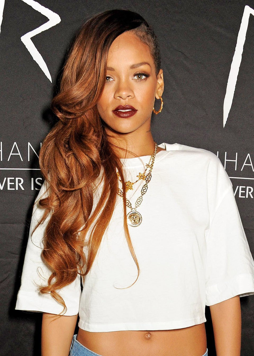 Rihanna Gives $5,000 to Chicago High School