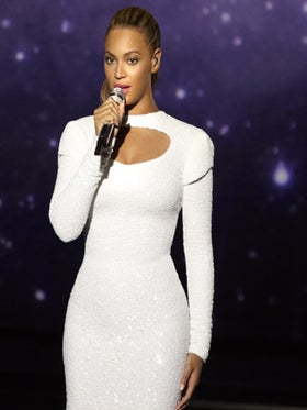 Beyoncé Holds Moment of Silence For Trayvon Martin