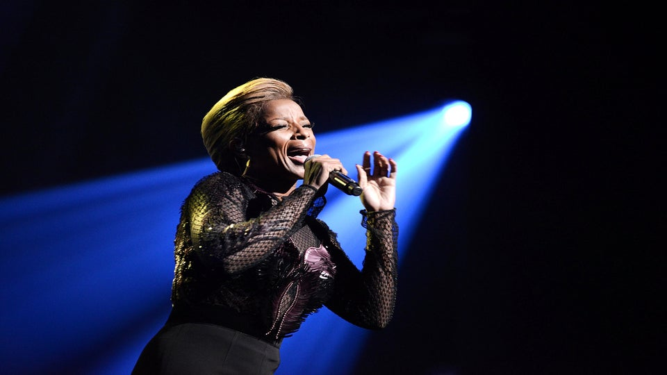 Mary J. Blige to Release First Christmas Album