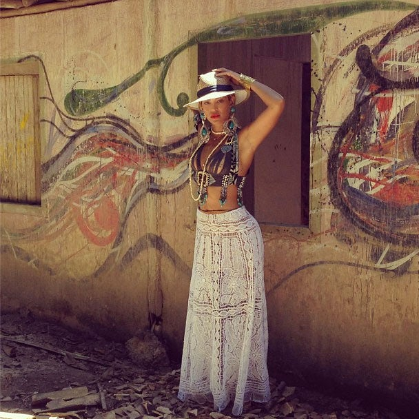 Photo Fab: Beyoncé Tours Brazil, Soaks Up Culture