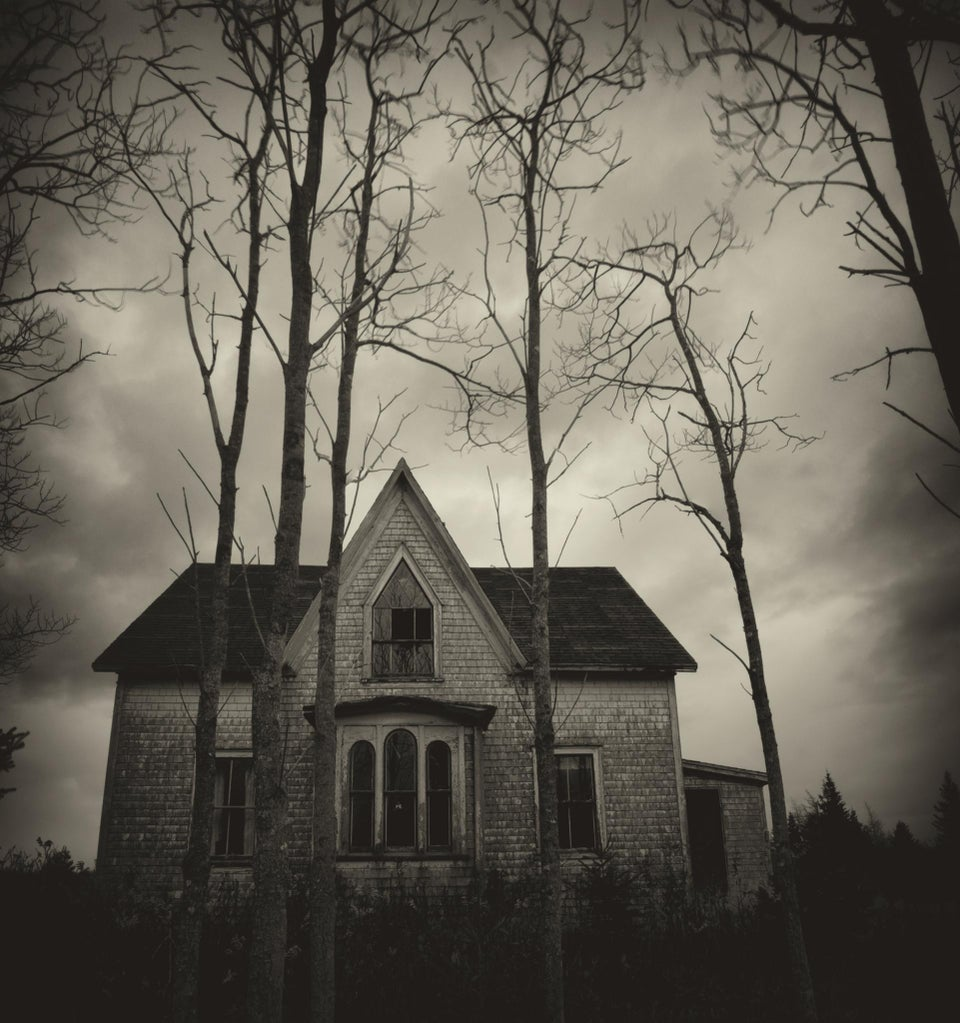 ESSENCE Poll: Would You Want to Know If Someone Died in Your House?