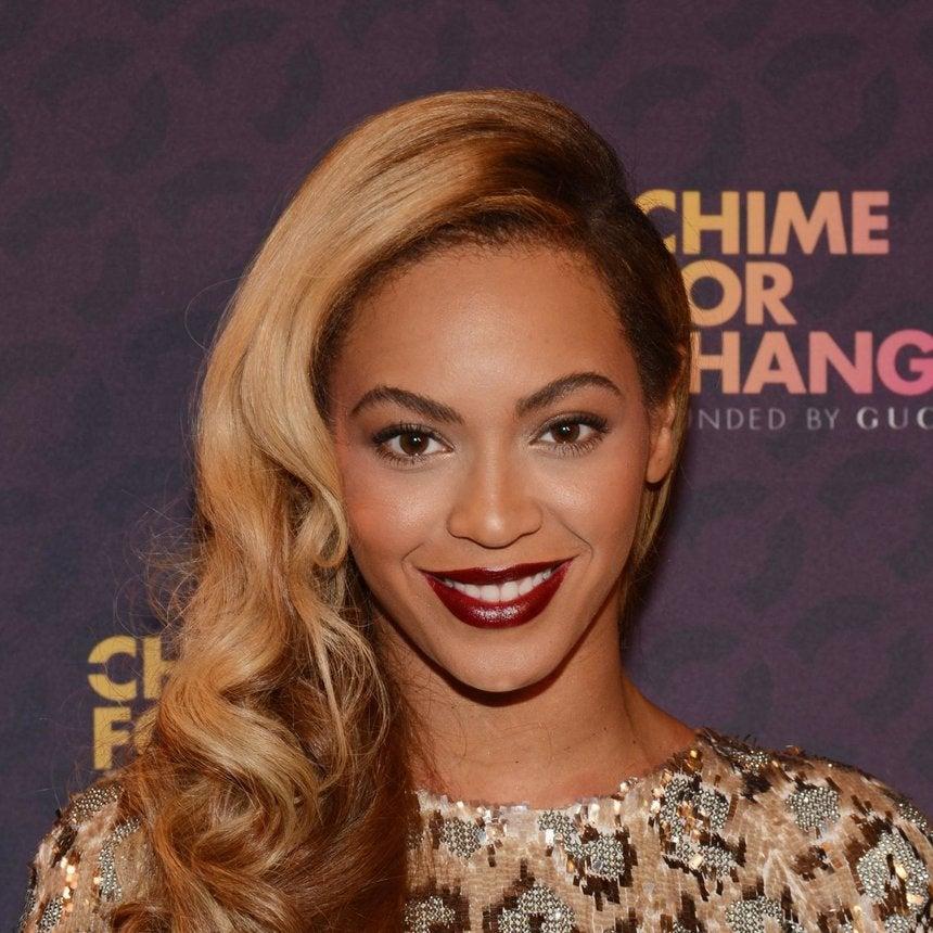 Beyonce Co-Hosts Houston Food Drive