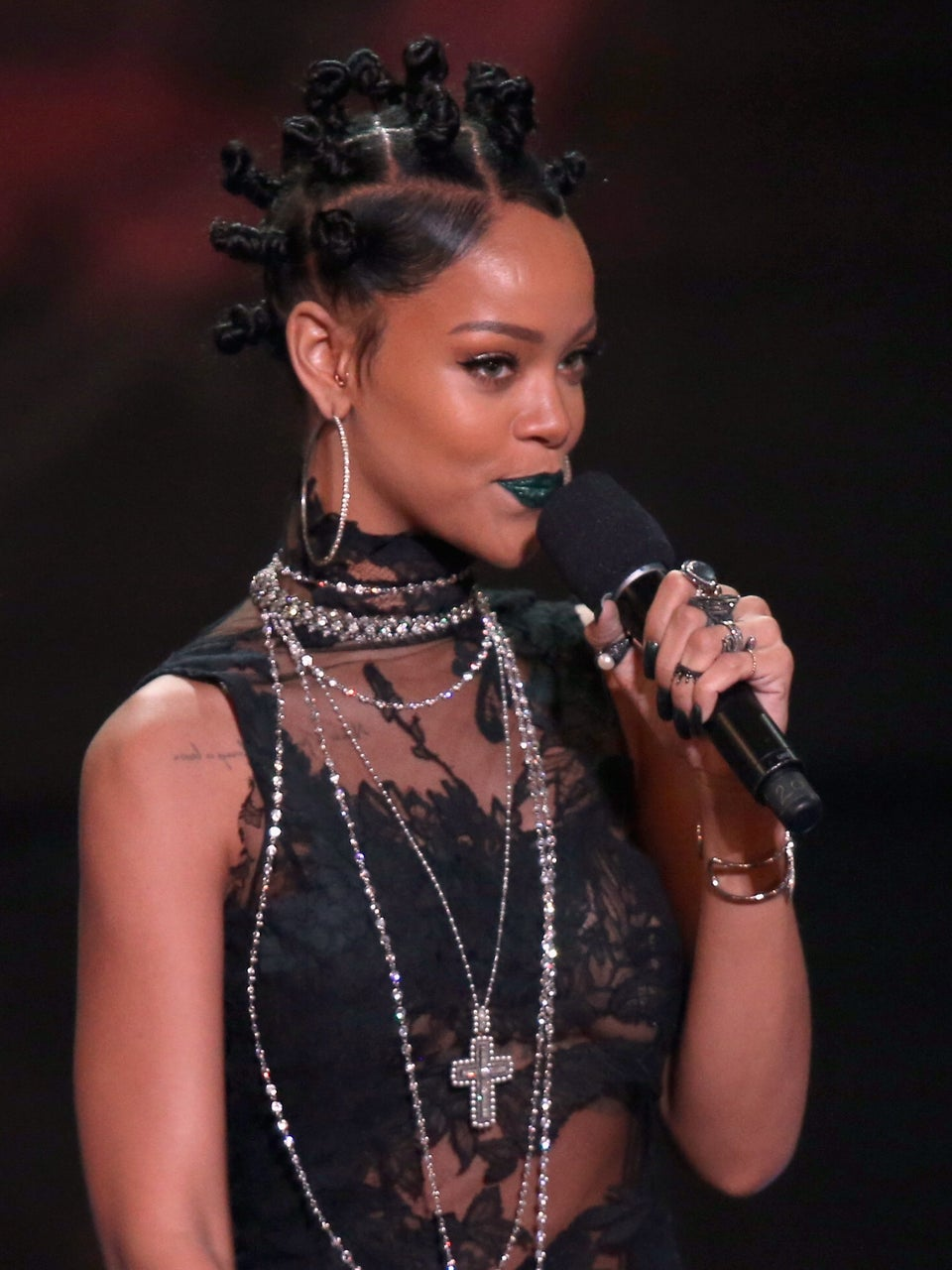 Rihanna Wears Bantu Knots to iHeartRadio Music Awards