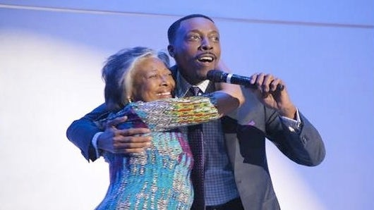 Must-See: Arsenio Hall Surprises Mom For Mother's Day