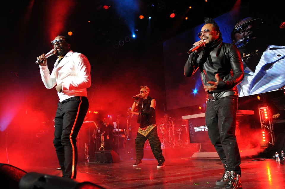 Black Eyed Peas Booked for Superbowl Half-Time Show
