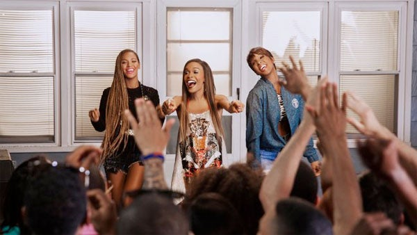 Photo Fab: Michelle Williams, Kelly Rowland and Beyoncé on the Set of 'Say Yes'