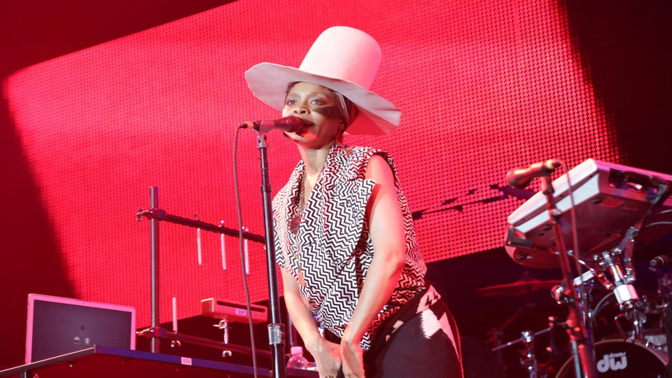 Badu Rocks the ESSENCE Festival Stage with Show-Stopping Performance