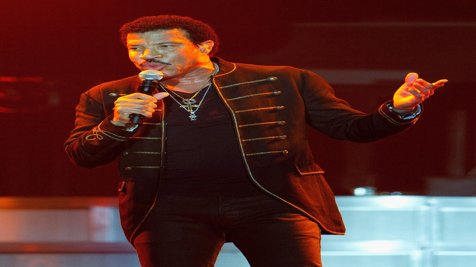Lionel Richie to Be Named Billboard's 'Legend of Live'