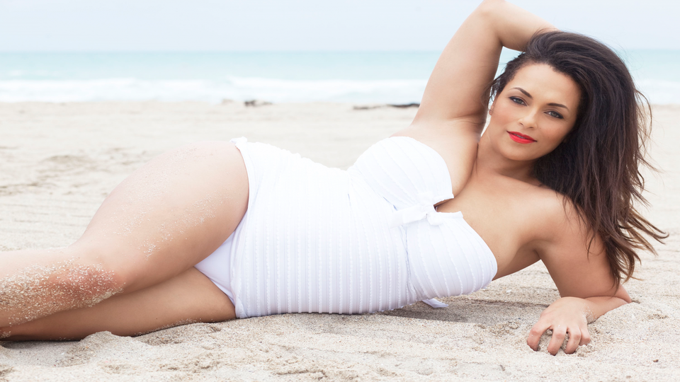 Curvy Model of The Month: Mona Powell