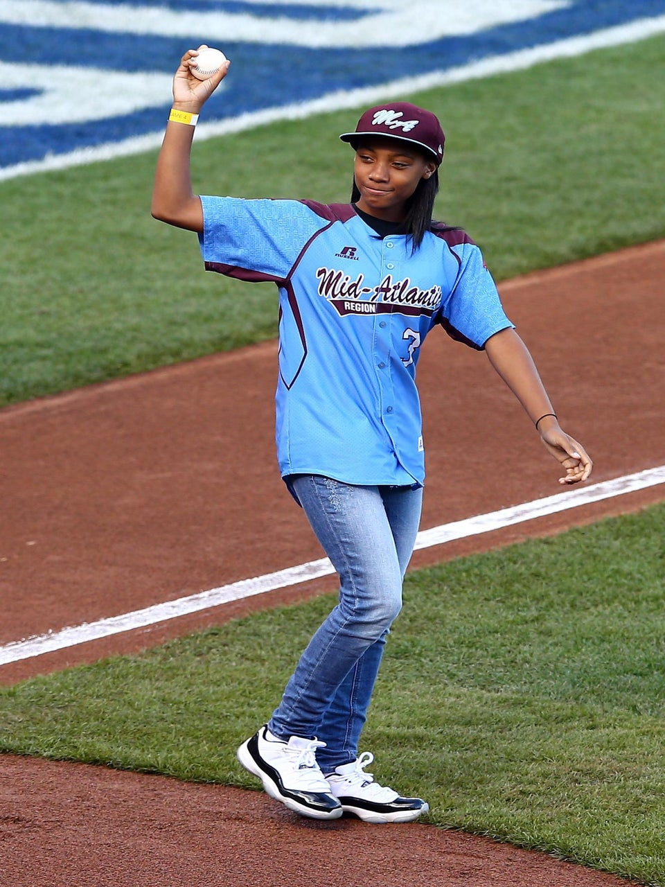 Must-See: Mo'ne Davis Throws First Pitch At World Series
