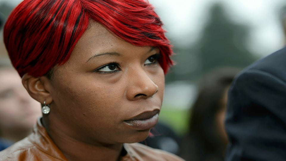 Michael Brown's Mother, Lezley McSpadden, Endorses Hillary Clinton