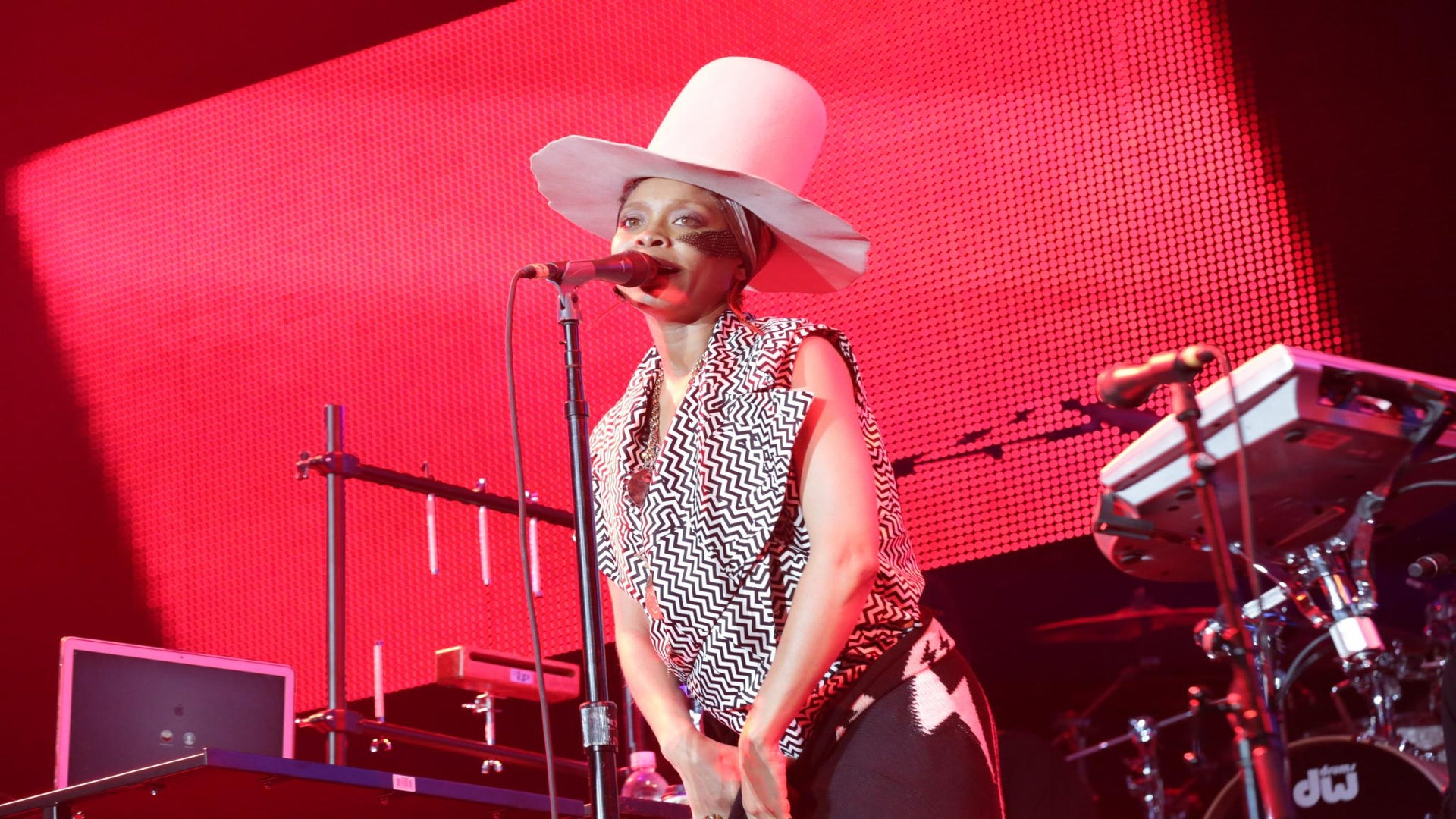 #MM: Music Monday – The Ultimate Erykah Badu Playlist