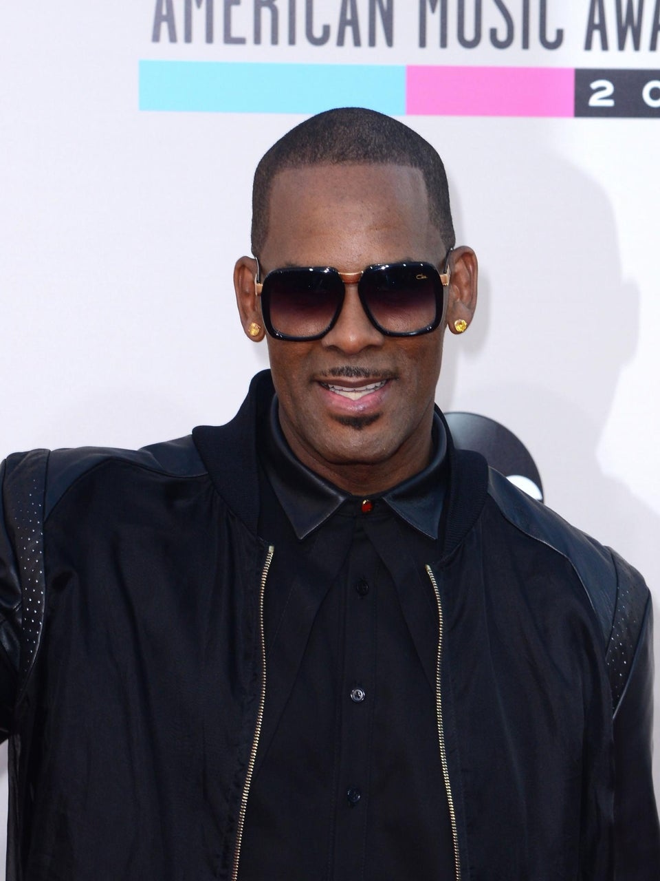 Watch R. Kelly Walk Off 'HuffPost Live' Interview After Accusing Host of Interrogating Him