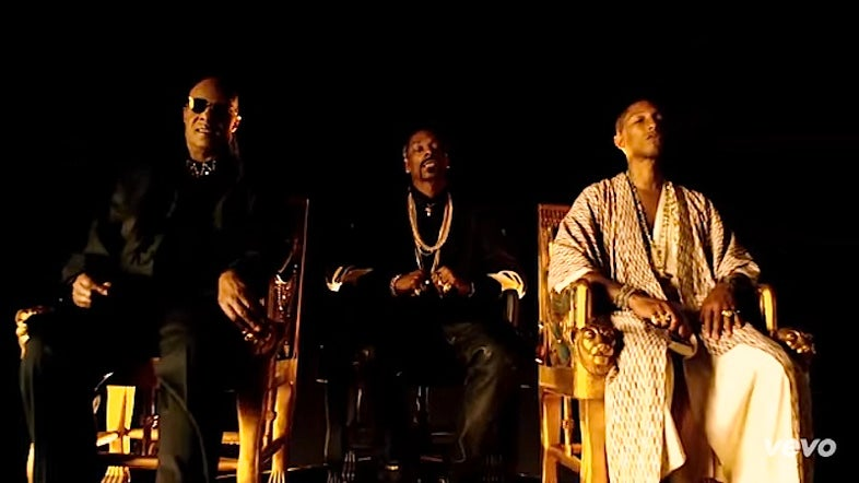 "Watch ESSENCE Fest Alum, Stevie Wonder Star in Snoop Dogg's New Video, ""California Roll"""