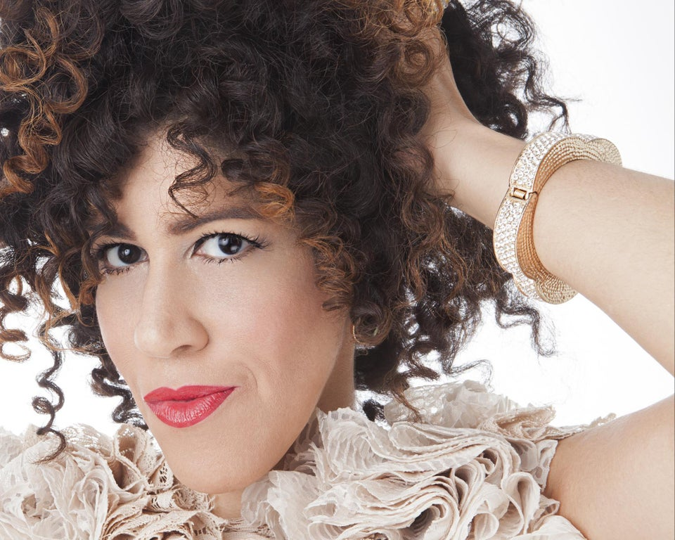 Rain Pryor Shows Off Her Many Dimensions in One-Woman Show, 'Fried Chicken and Latkes'