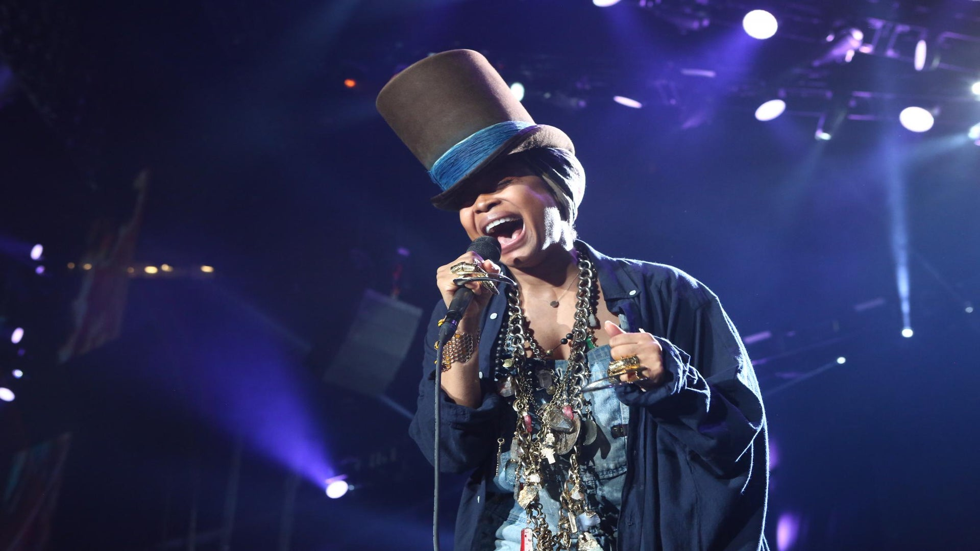 Erykah Badu to Drop 'But You Caint Use My Phone' Mixtape Next Week