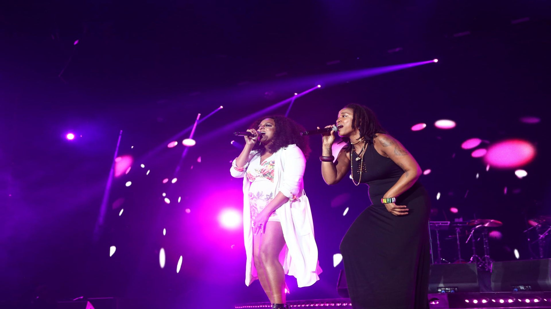 """Floetry Refuses to Let Rain Ruin Their Parade, """"Say Yes"""" Keeps Fans Dripping"""