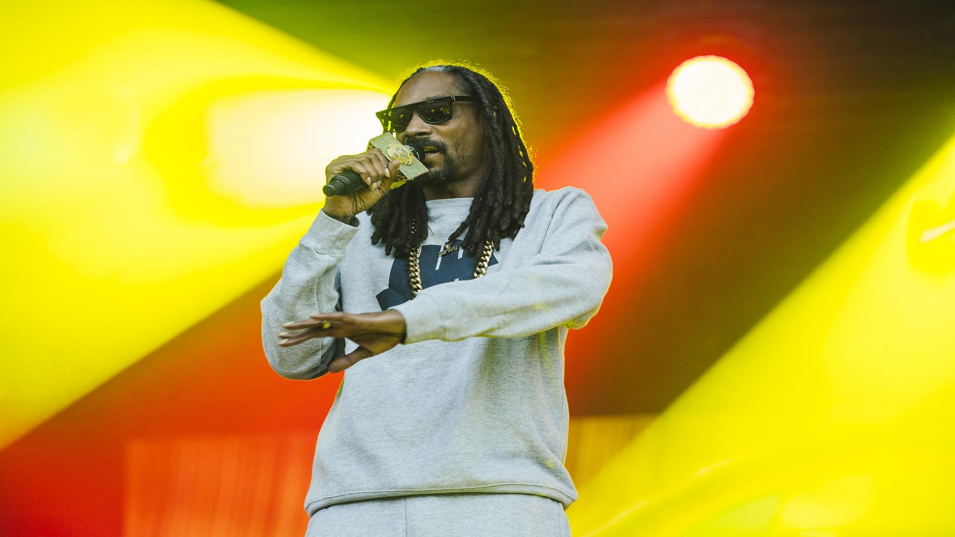 Snoop Dogg Has Harsh Words For Trump Supporters, Especially Kanye West