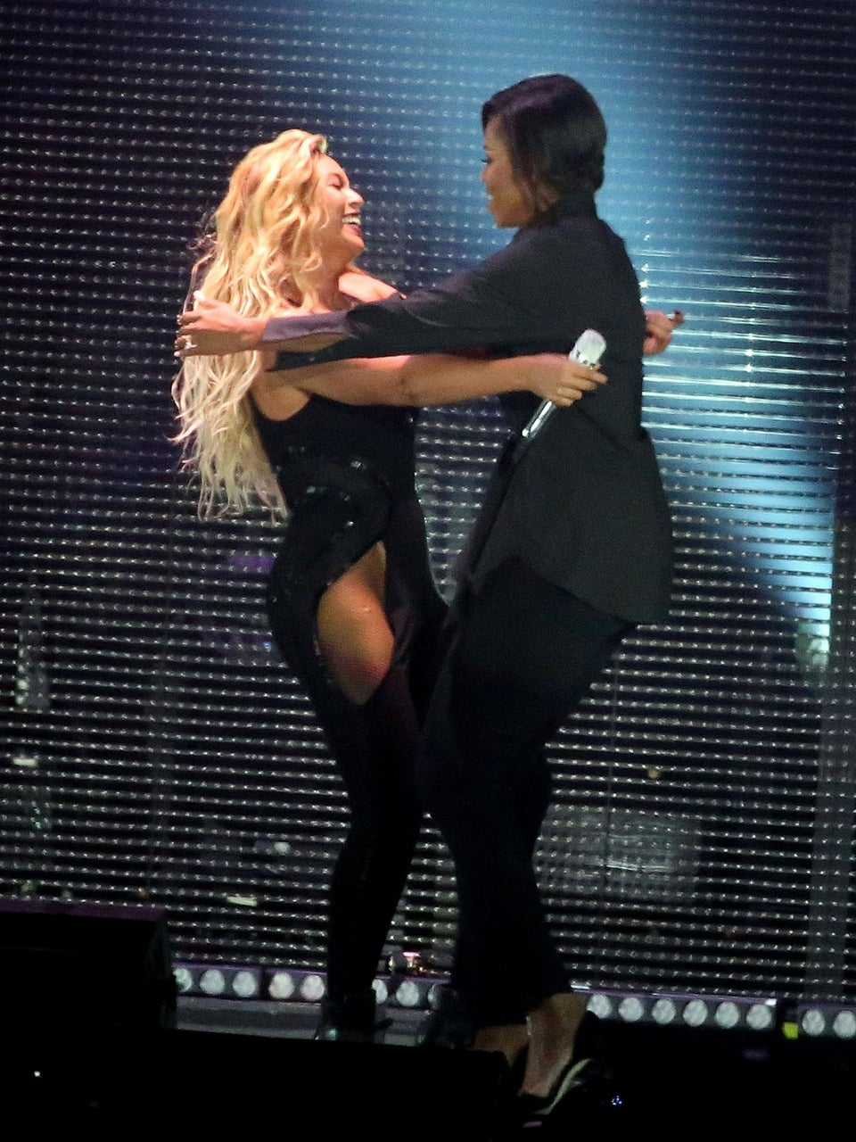 Michelle Obama Joins Beyoncé on Stage at Global Citizen Festival
