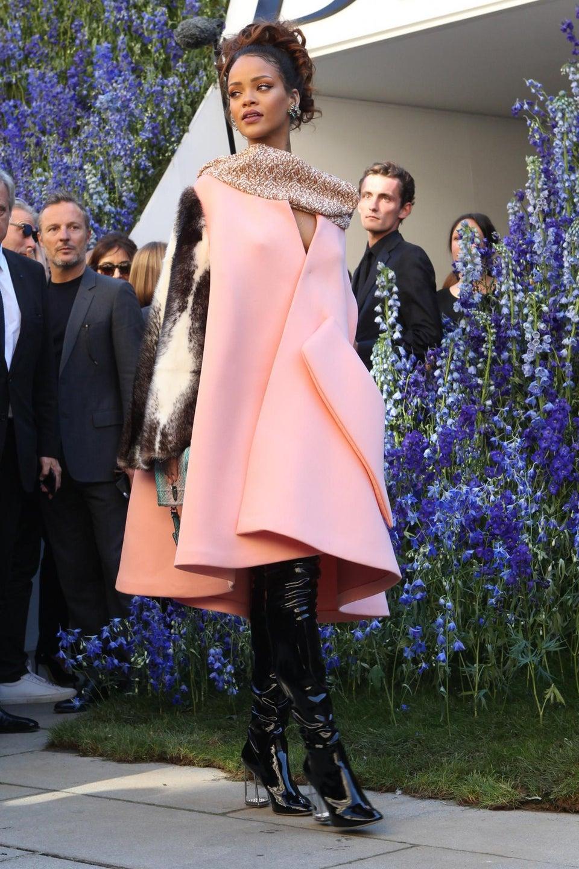 Photo Fab: Rihanna Stuns at Paris Fashion Week!