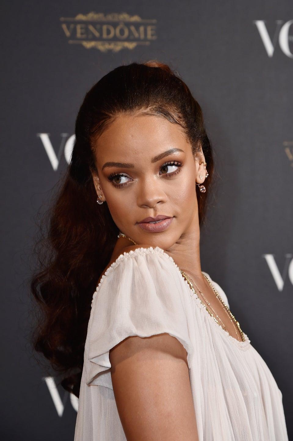 Rihanna Inks $25 Million Deal with Samsung