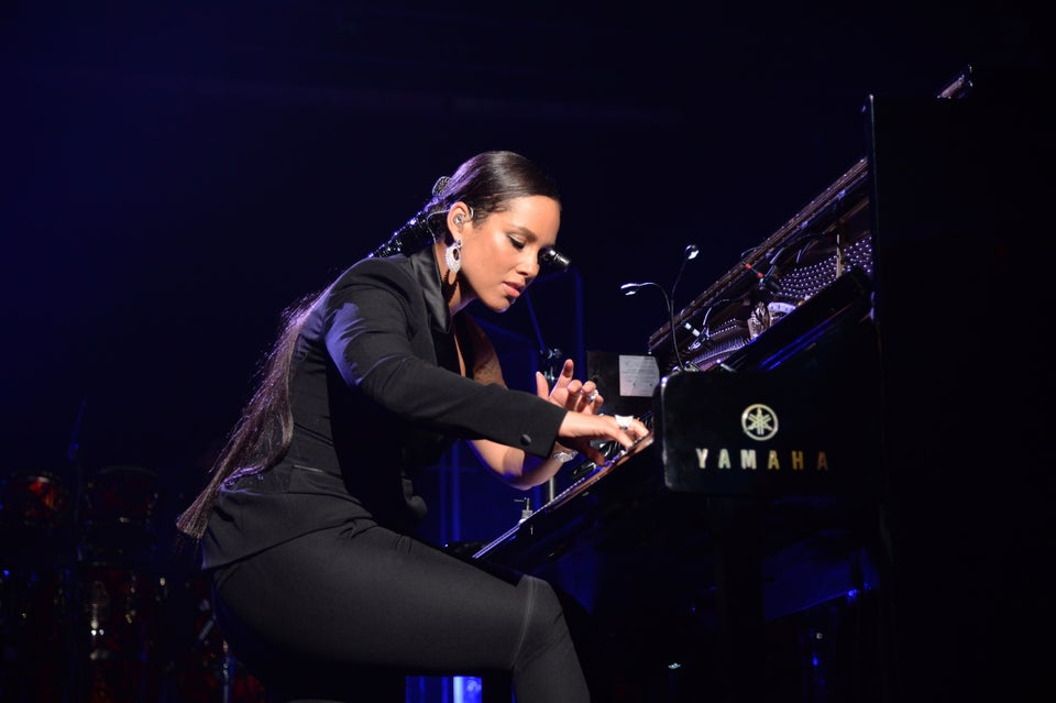 """Must See: Alicia Keys Sings Donny Hathaway's """"Someday We'll All Be Free"""" on 'Race in America' Special"""