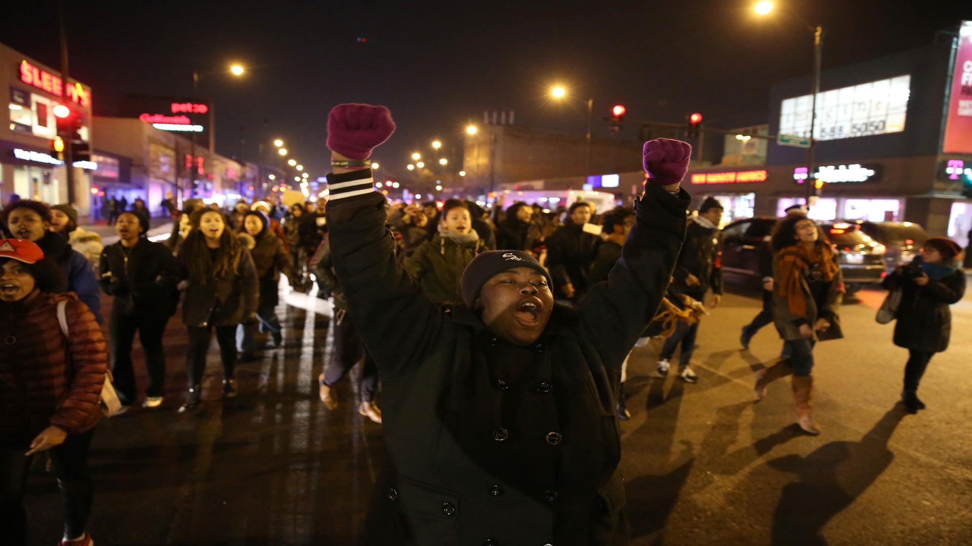 Four Chicago Protestors Arrested at Laquan McDonald Demonstration