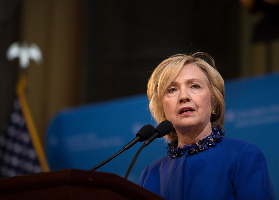 Hillary Clinton Wants Department of Justice to Lead Investigation in Laquan McDonald Shooting