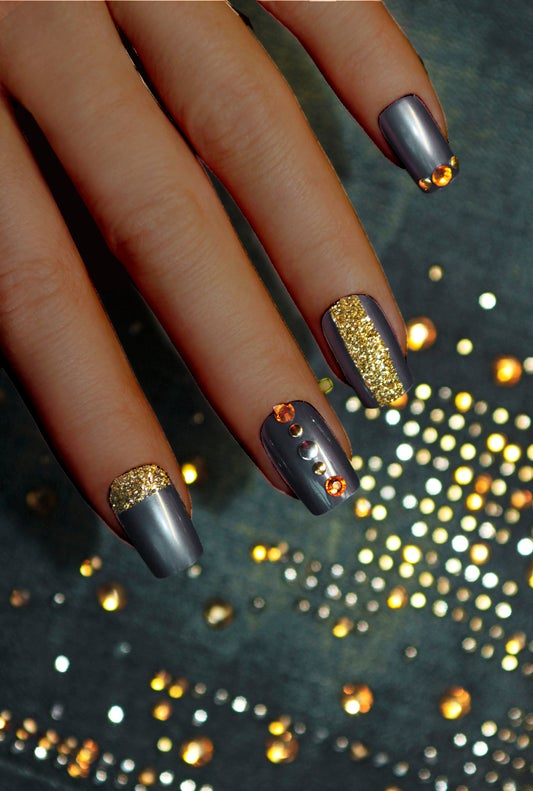 The Perfect Holiday Mani is Metallic and Super High-Fashion