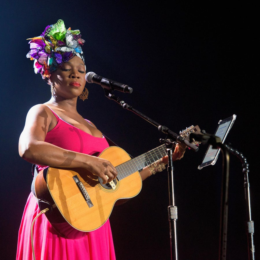 India Arie Talks New Christmas Album, and the 15th Anniversary of 'Acoustic Soul'
