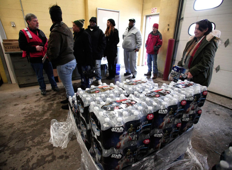 This Young Black Mother Drove From Indiana To Deliver 300 Cases Of Water To Flint Residents