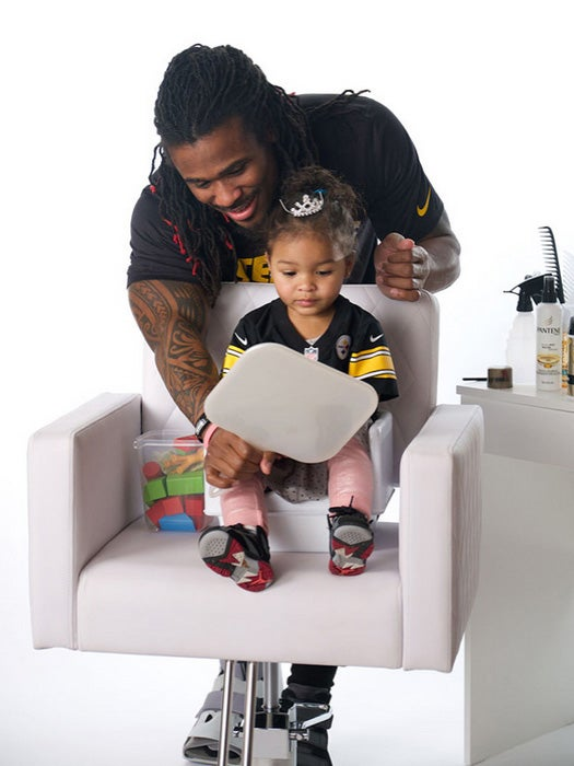 Football Players Doing Their Daughters' Hair Will Probably Make You Tear Up at Your Desk