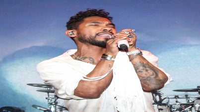 Miguel to Honor Michael Jackson at 2016 Grammys, Ice Cube and Son Announced as Presenters