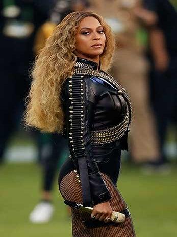 Beyoncé Gives Surprise Performance at School Fundraiser
