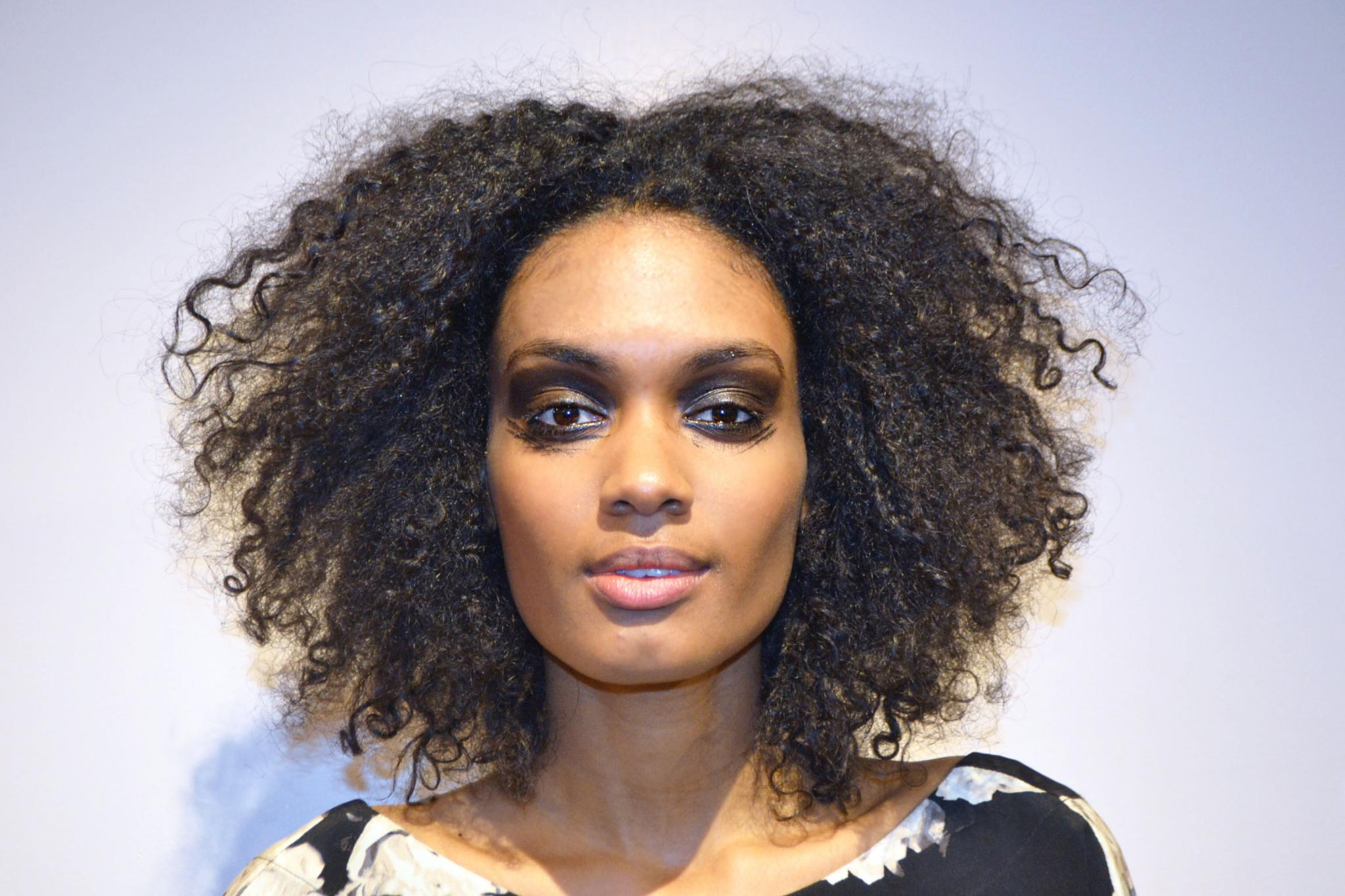 Disheveled Curls Are Your Go-To Look For Spring