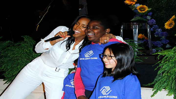 Kelly Rowland Says Young Girls Need More Dark-Skinned Role Models: 'I Am Pro-Chocolate!'