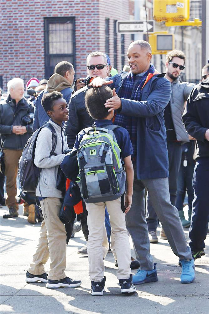 Photo Fab: Will Smith Helps a Lucky Kid Shape His Afro