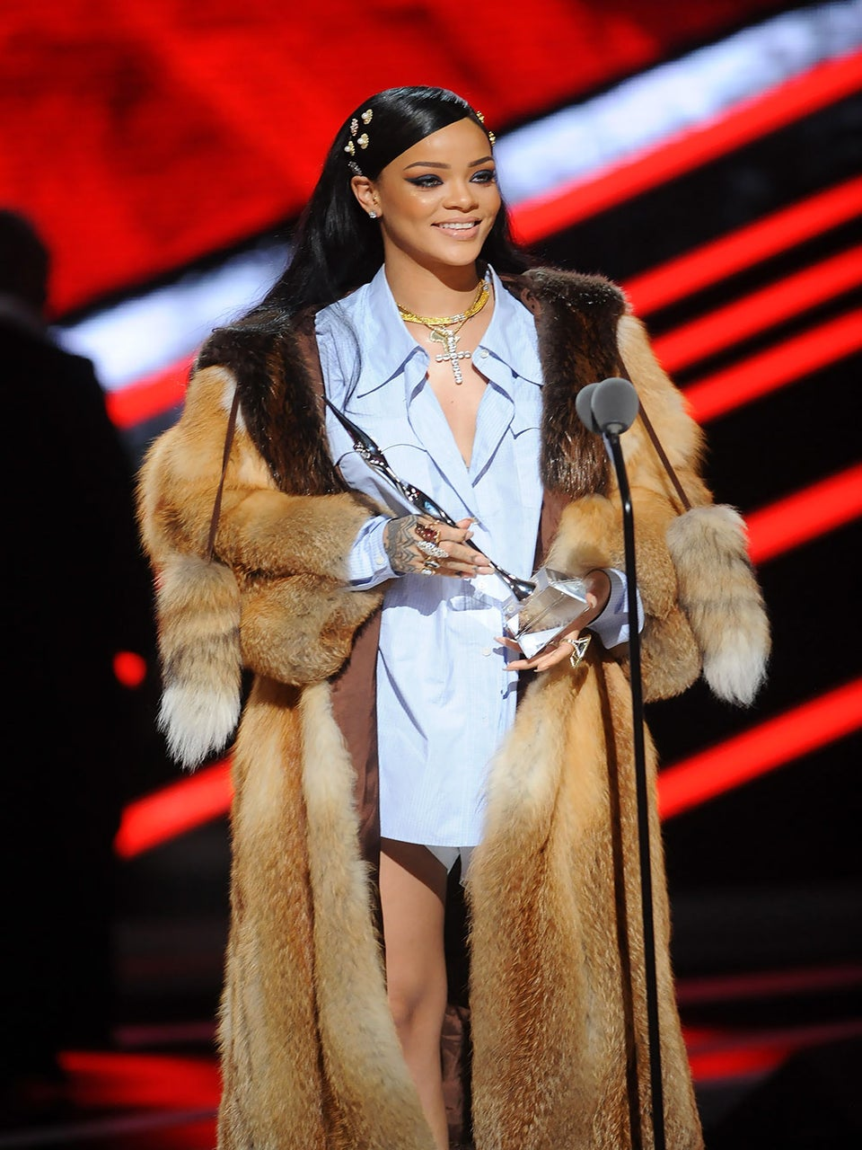 Rihanna Gives Moving Speech at 'Black Girls Rock': 'The Only Thing That's Kept Me Going is Being Myself'