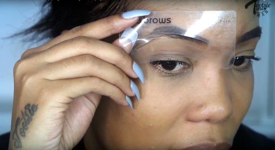 This Vlogger Used Root Spray On Her Brows And It's Genius!