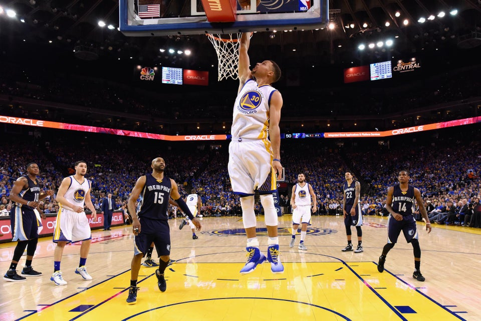 Steph Curry Breaks NBA Record and Eclipses His Own With 402 Three-Pointers