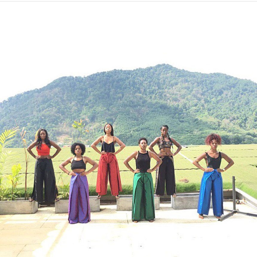 The 15 Best Black Travel Photos You Missed This Week: Girlfriends Get In Formation In Thailand