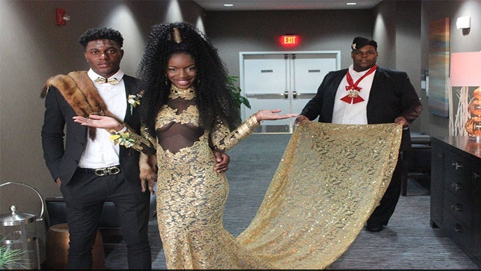 Teen Kills It in 'Coming to America'-Inspired Prom Dress