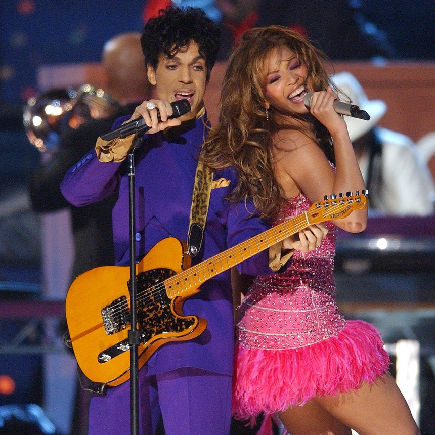 Watch Beyoncé Pay Tribute to Prince with a Cover of 'The Beautiful Ones'