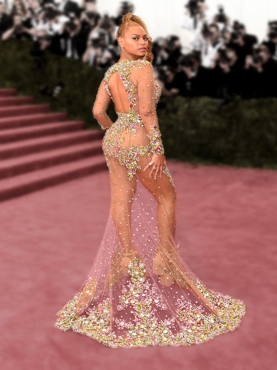 Teen Kills It In Beyoncé-Inspired Prom Dress