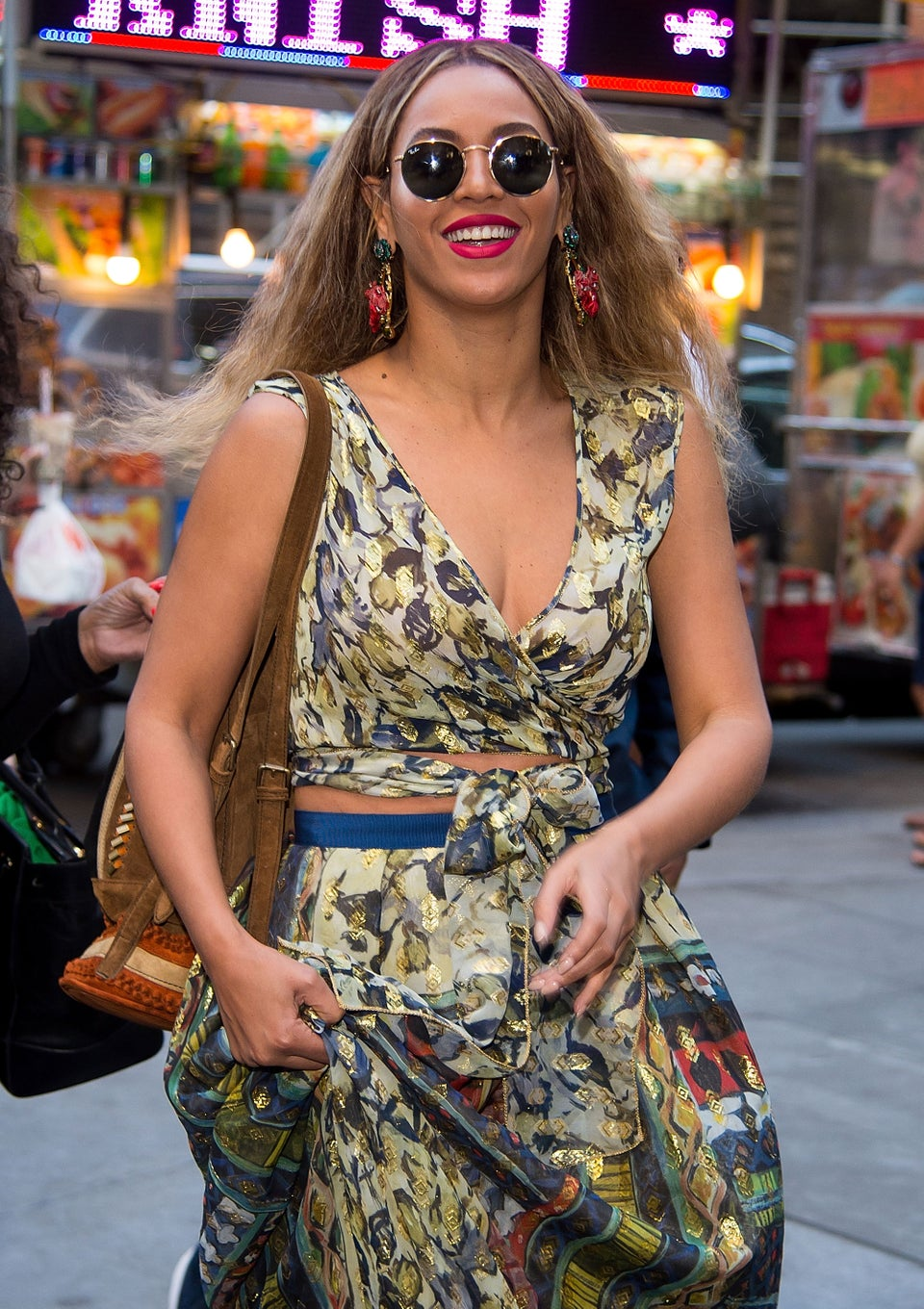 Queen Bey Blesses Us With a #NoMakeUp Selfie