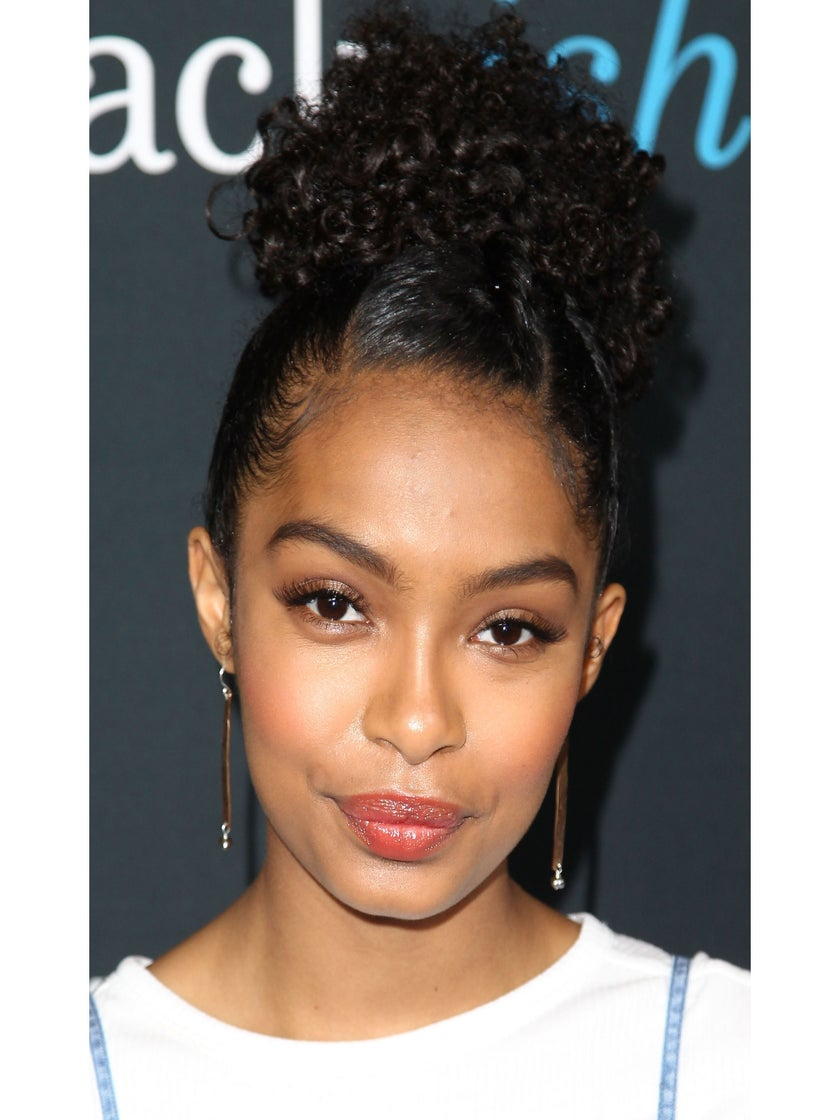 """Yara Shahidi Looking For A """"Nonexistent Curly Hair Emoji"""" To Rep Her Hair"""