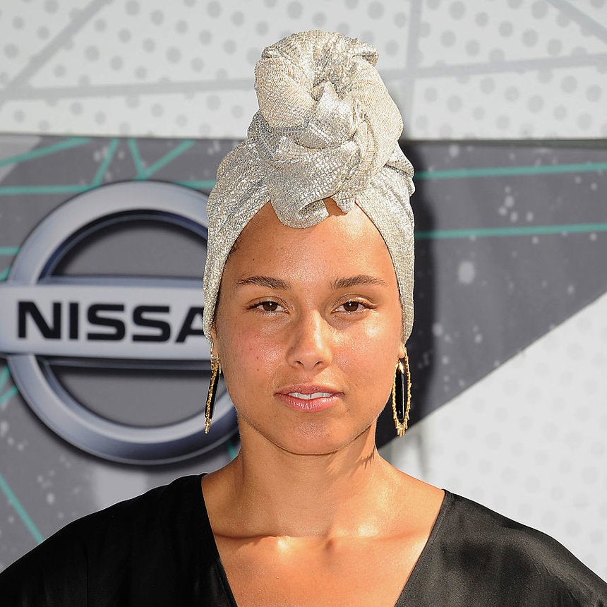 Alicia Keys Continues Her #NoMakeup Pledge at the 2016 BET Awards